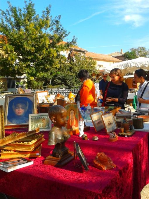 ตลาด Antique